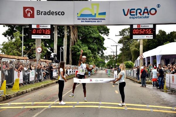 Giovani dos Santos garante o hexa na 19&#170; Volta Internacional da Pampulha<