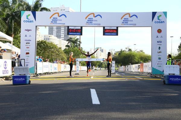 Campeón de Nueva York y París gana la 23ª Media Maratón de Río de Janeiro<