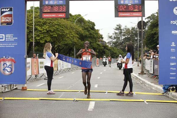 Estreantes vencem a 25&#170; Maratona  Internacional de S&#227;o Paulo<