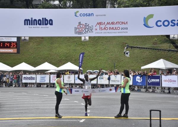 Quenianos vencem a 13&#170; Meia Maratona Internacional de S&#227;o Paulo<